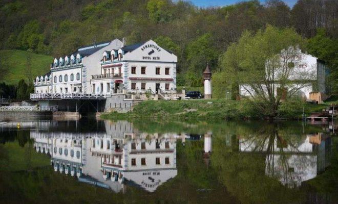 hotel u Karlštějna